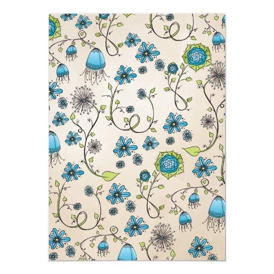 Elegante blauwe bloemen op beige achtergrond kaart