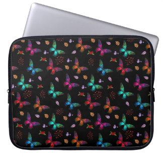 Elegante Kleurrijke Vlinders op Zwarte Computer Sleeve