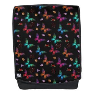 Elegante Kleurrijke Vlinders op Zwarte Rugtassen