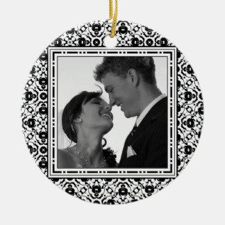 Elegante Zwart-wit van de bewaren-de-datum Rond Keramisch Ornament