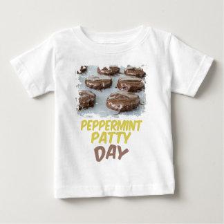 Eleven Februari - de Dag van het Pasteitje van de Baby T Shirts