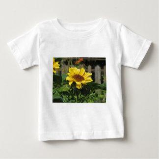 Enige gele zonnebloem met groene bladeren baby t shirts