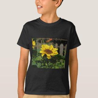 Enige gele zonnebloem met groene bladeren t shirt