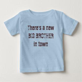 Er is een nieuwe GROTE BROER in stad Tshirts