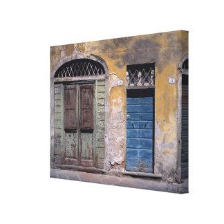 Europa, Italië, Luca. Deze oude deuren voegen toe Canvas Print