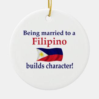 Filipijner bouwt Karakter Rond Keramisch Ornament