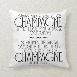 Fles Champagne in het Hoofdkussen van de Sierkussen