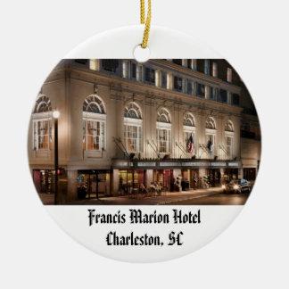 Francis Marion Hotel Rond Keramisch Ornament
