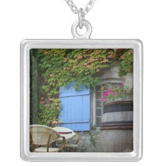 Frankrijk, Les Baux DE de Provence, café terras Zilver Vergulden Ketting