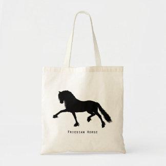 Fries paard draagtas