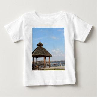 Gazebo over Meer Baby T Shirts