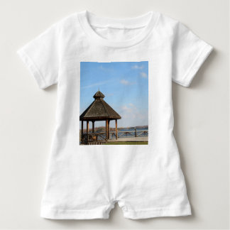 Gazebo over Meer Romper