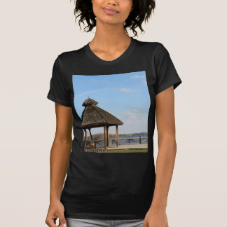 Gazebo over Meer T Shirt