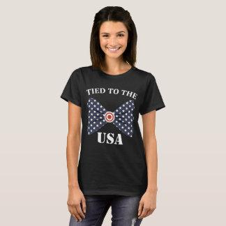 Gebonden aan de T-shirt van de Vlag van de V.S.