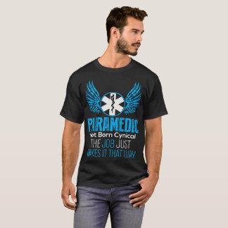 Geboren maakt Cynisch van de paramedicus niet de T Shirt