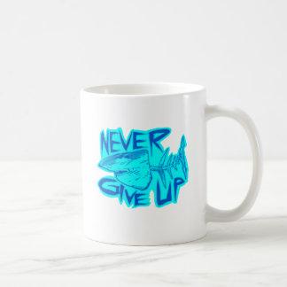 geef nooit grote witte haai op koffiemok