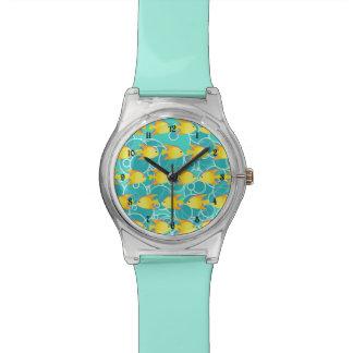 Geel vissenpatroon horloge