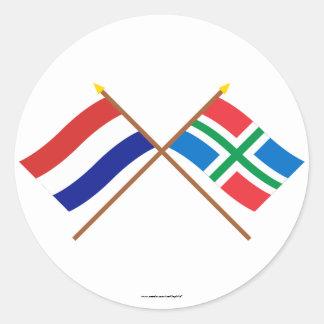 Gekruiste vlaggen van Holland en Groningen Ronde Sticker