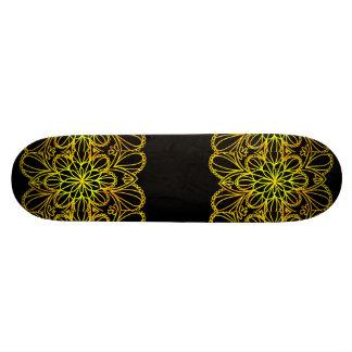 Gele Bladeren Mandala op Donkere Raad Persoonlijk Skateboard