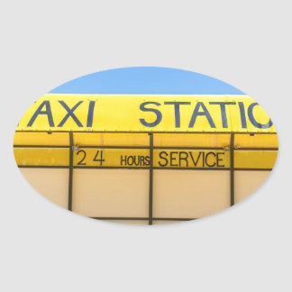 Gele taxipost bij kust in Griekenland Ovale Sticker