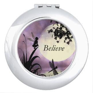 Geloof de feespiegel van de maanlichtvijver reisspiegeltje