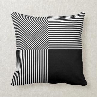 Geometrische zwart-witte abstractie, sierkussen