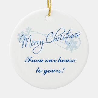 Gepersonaliseerde Kerstmis van Ons Huis aan van u Rond Keramisch Ornament