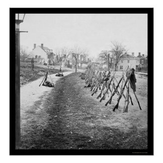 Gestapelde Federale Geweren in Petersburg, VA 1865 Poster