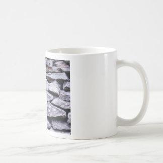 gestapelde rotsmuur koffiemok