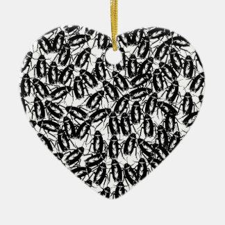 Geteisterd met Kakkerlakken Keramisch Hart Ornament