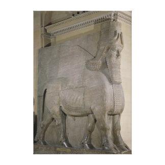 Gevleugelde stier bij een voorzijde van Koning Sar Canvas Print