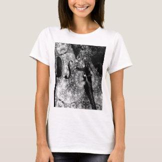 Gevormde cellosamenvatting in zwart-wit t shirt
