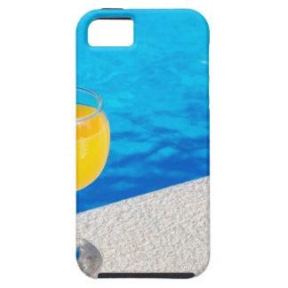 Glas met jus d'orange op rand van zwembad tough iPhone 5 hoesje