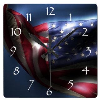 Gloeiende Amerikaanse Vlag Vierkante Klok