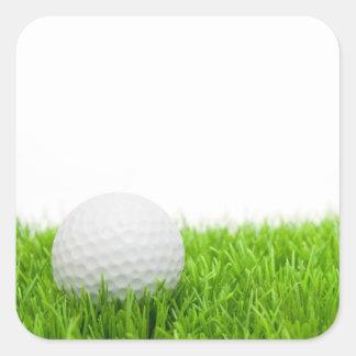 Golfbal in Gras Vierkante Sticker