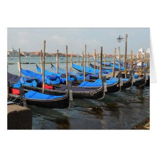 Gondels in de Wenskaarten van Venetië