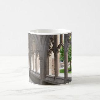 Gotische de koffiemok van de Heropleving