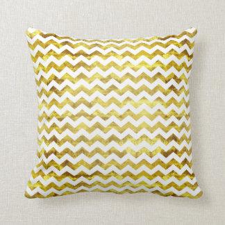 Gouden en witte zigzag sierkussen