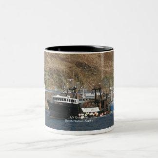 Gouden Stormloop, de Treiler van de Visserij in Tweekleurige Koffiemok