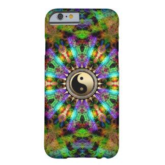 Gouden YinYang iPhone van psychedelische Kleuren 6 Barely There iPhone 6 Hoesje