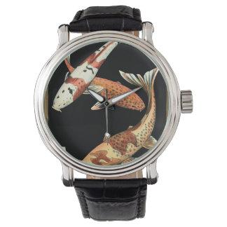 Goudvis twee Japanse Koi op Zwarte Achtergrond Horloges