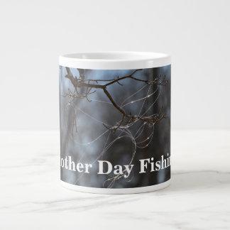 Grappig Een andere Dag die Verwarde Lijn op een Grote Koffiekop
