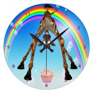 Grappige Capricieuze Giraf Cupcake & Regenboog Ronde Klok Large