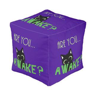 Grappige cartoonkat, katjespoef, bent u wakker? vierkante poef