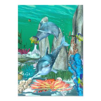 Grappige het spelen dolfijnen met andere vissen 12,7x17,8 uitnodiging kaart