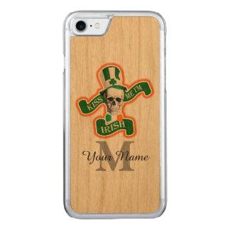 Grappige Ierse schedel met monogram Carved iPhone 7 Hoesje