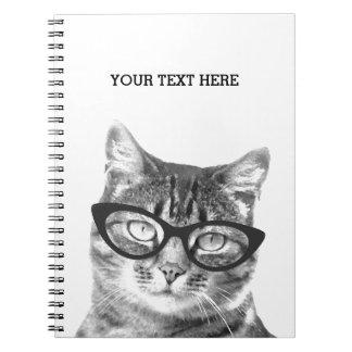 Grappige kat die het notitieboekjeontwerp dragen notitieboek