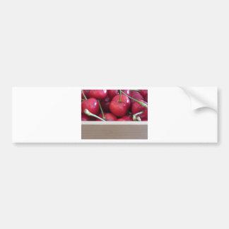 Grens van verse kersen op houten achtergrond bumpersticker