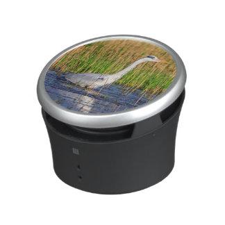 Grijze reiger, ardea cinerea, in een vijver bluetooth speaker
