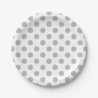 Grijze stippen op wit papieren bordje